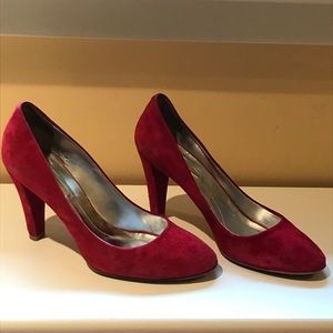 👠Kenneth Cole Red Suede Round Toe Pumps